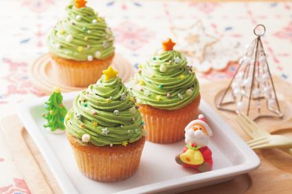 抹茶クリームのクリスマスカップケーキ